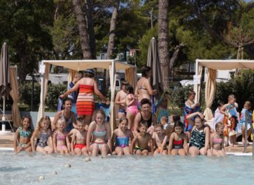"""Ljetovanje djece u Dječjem odmaralištu """"Varaždin"""" na Rabu 2020."""